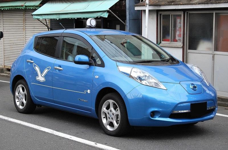 Blue Nissan Leaf